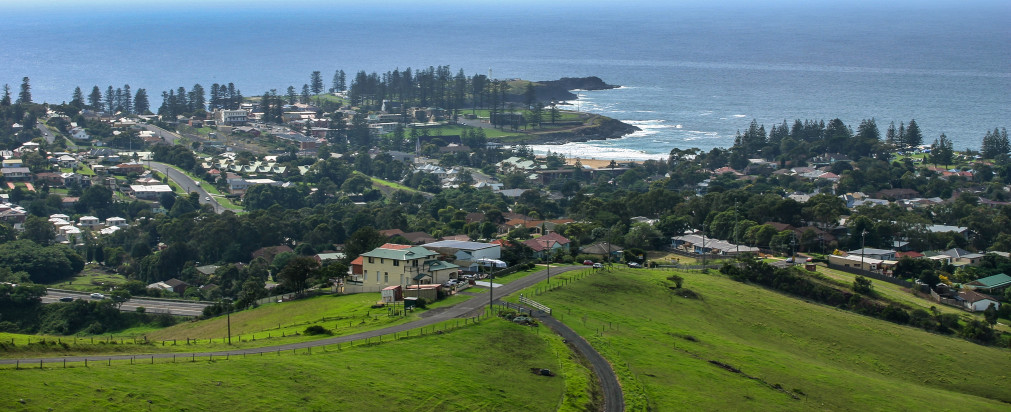 17 year old girl rescued after cliff fall in Kiama Heights