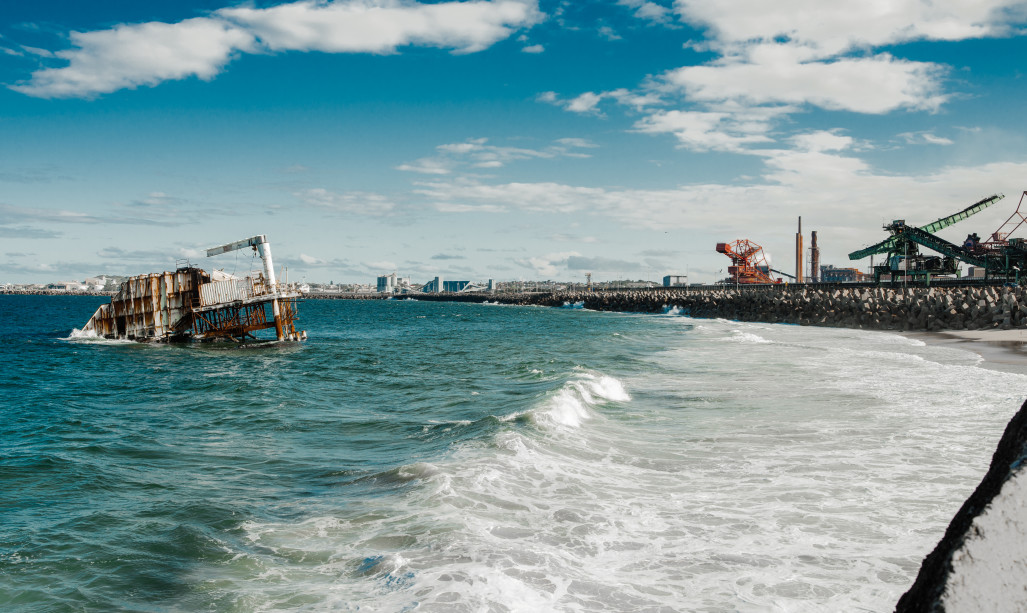 Floating scrapheap divides Wollongong surfing community