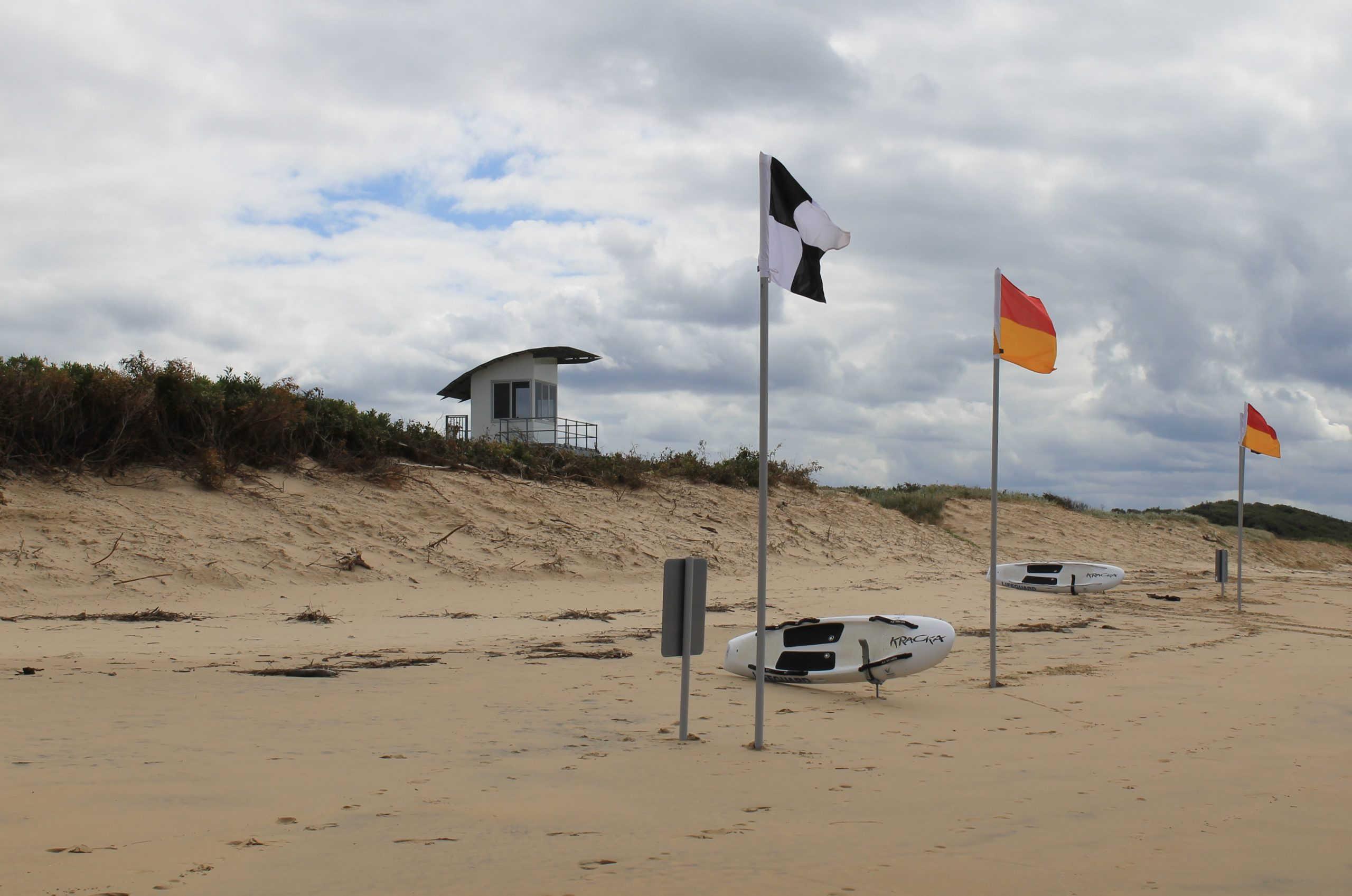 De-registered surf life saving clubs call for more talks