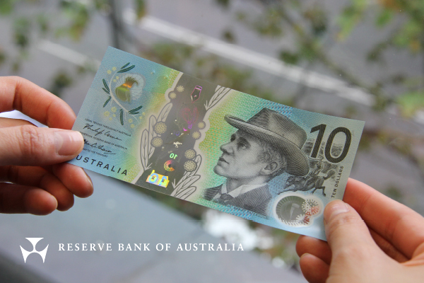 New generation of banknotes look to make Australia's currency more accessible to people who are blind or vision-impaired